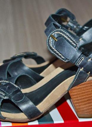 Женские кожаные босоножки clarks-36,5р. стопа-22,5см