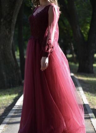 Выпускное платье с длинным рукавом