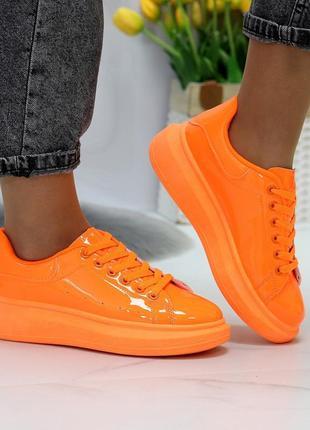 Яркие женские кросовочки
