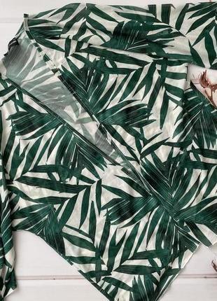 Пляжная накидка в тропический принт