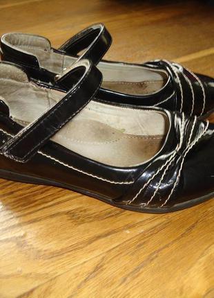 Кожаные туфли для девочки р. 31 по стельке 19,5 см