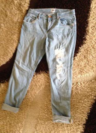 Рваные джинсы высокая посадка