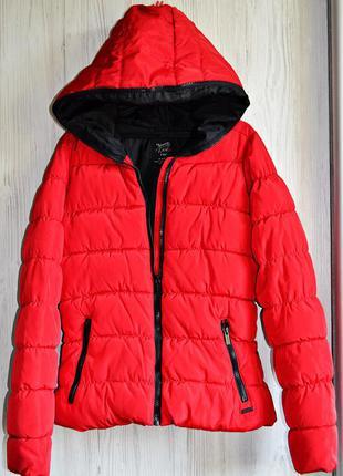 Очень классная зимняя теплая куртка на сeнтепоне фирмы zara trafaluc