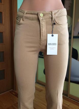 Бежевые брючки/джинсы от zara. новые.