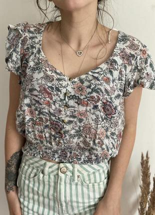 Красивая футболка - топ на резинке в цветочный принт