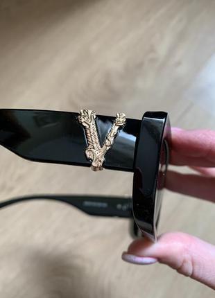 Самые модные солнцезащитные очки 2021 года в стиле versace6 фото