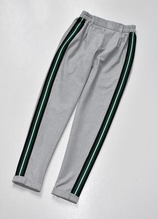 Bershka мега стильные брюки с лампасами