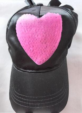 Черная кепка бейсболка картуз с сердечком пайетки бантик атлас page one young