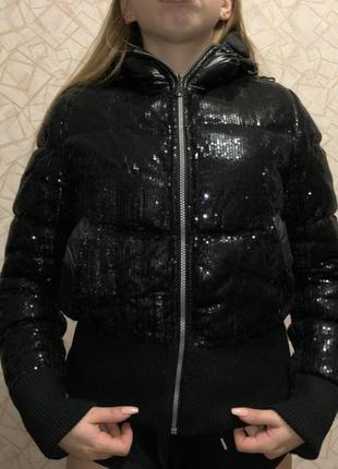Куртка в пайетках