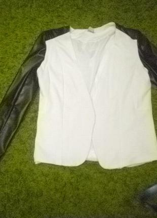 Стильный пиджак с кожанными рукавами