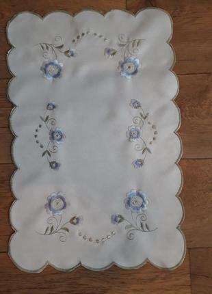 Салфетка с вышивкой ришелье