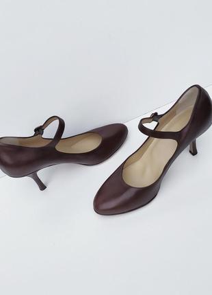 Кожаные елегантные туфельки на шпильке