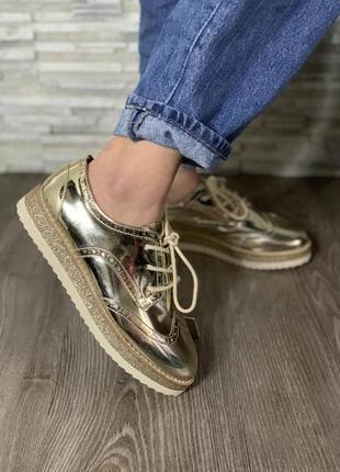 Туфли лоферы на девочку золотистого цвета фирмы zara