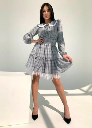 Легкое платье с пышной юбкой и отложным воротничком