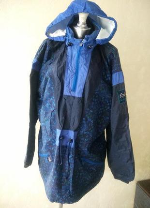 Фирменная ветровка с капюшоном. куртка ветровка большого размера.