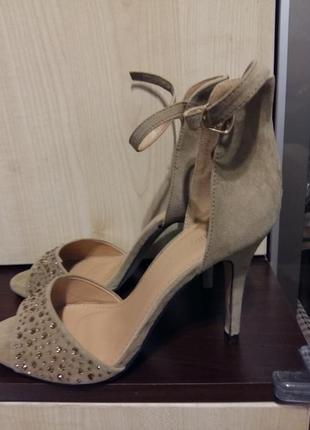 Туфлі.босоножки