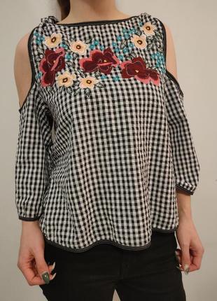 Красивая блузка с вышивкой вышиванка