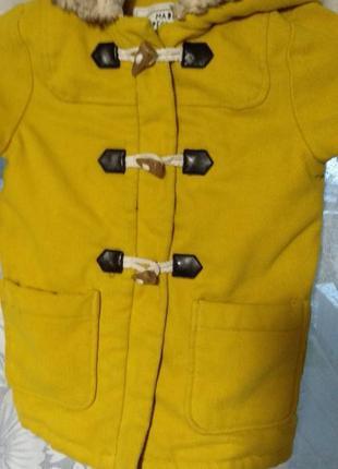 Желтое пальто на девочку 4-5лет