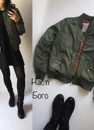 Бомбер куртка хаки bershka