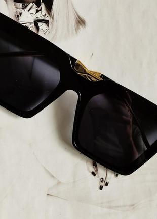 Солнцезащитные очки женские квадратной формы  чёрный