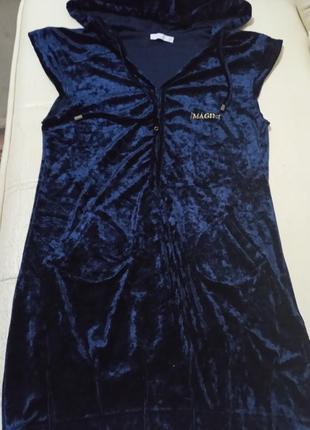 Платье с капюшоном велюровое