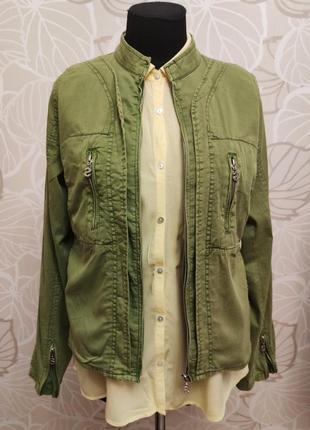 Яркая весенняя куртка-ветровка бренда desigual
