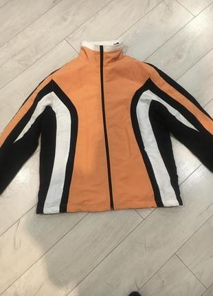 Спортивная легкая курточка