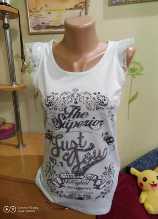 Маечка-не ношена -нюанс , футболка в подарок- дёшево