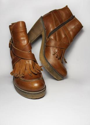 Натуральная кожа демисезонные ботинки на каблуке от бренда next 39 размер