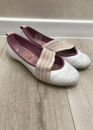 Шкіряні балетки adidas
