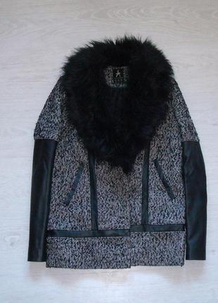 Стильное пальто с мехом и кожаными рукавами