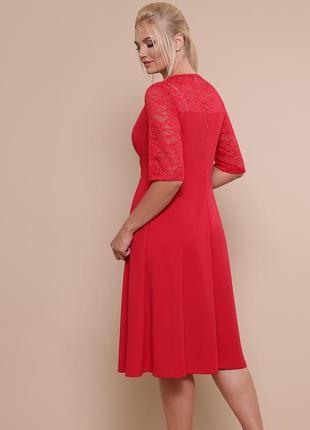 Нарядное приталенное платье для полных женщин.