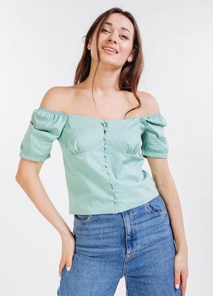 Укороченная летняя блузка на пуговицах и с открытыми плечами  аквамариновая