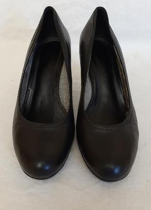 Натуральные кожаные туфли фирмы tamaris ( германия) р.39 стелька 25,5 см
