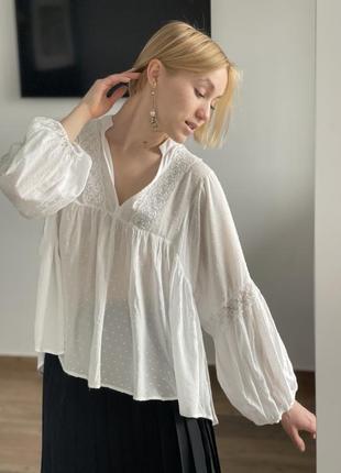 Белоснежная блузка