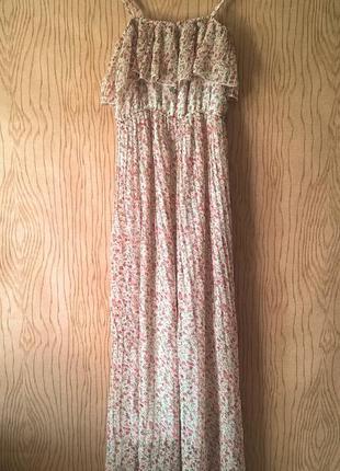 Платье сарафан рюшами воланами открытыми плечами плиссированное принтом цветы коктейльное