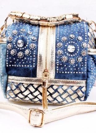 Джинсовая фирменная сумка со стразами.