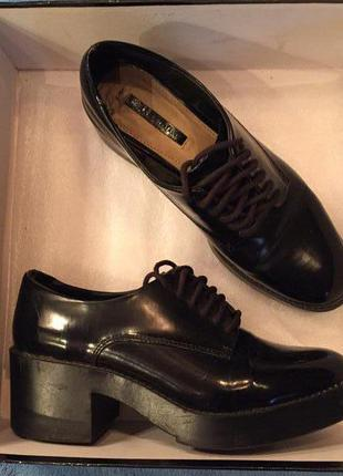Туфли zara лаковие черние на шнурках 37 размер,длина стельки 24 см
