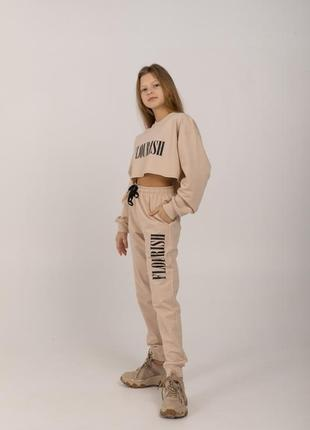Модный спортивный костюм 3 в 1 - кроп топ, брюки и топик