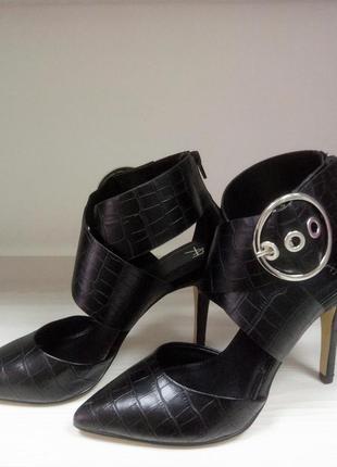 Итальянские туфли устойчивый каблук черные пряжка