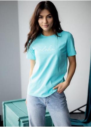 Трендовая футболка с надписью aloha