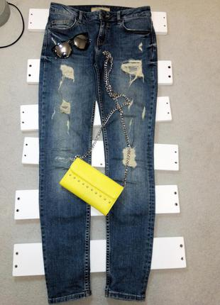 Зауженные рваные джинсы bershka