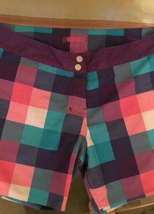 Яркие стильные шорты