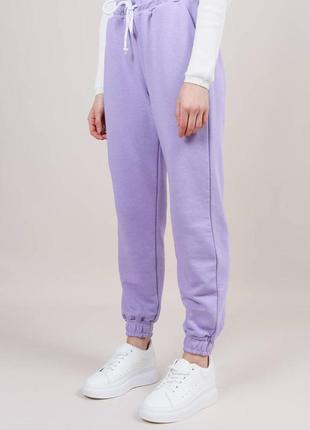 Спортивные брюки на высокой посадке  лиловые