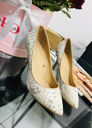 Натуральные кожаные туфли лодочки на шпильке из питона от zara woman 37