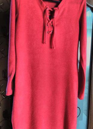 Тёпленькое платье красивого кораллового цвета