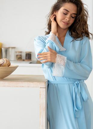 Женский шелковый халат с французским кружевом длинный. цвет нежно-голубой