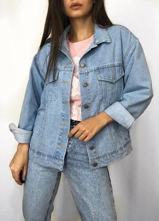Женская джинсовая куртка с бусинами