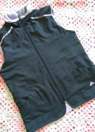 Двухсторонняя фирменная жилетка adidas р. 8-10
