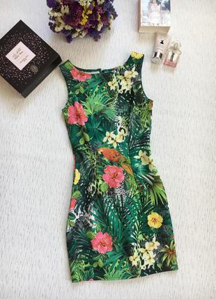 Яркое красивое платье s- размер